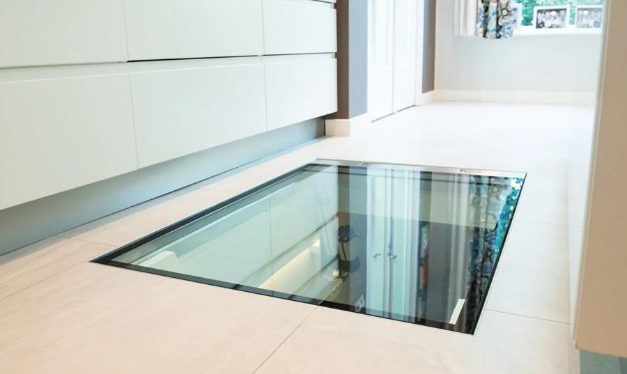 Glazen vloerluik: designelement