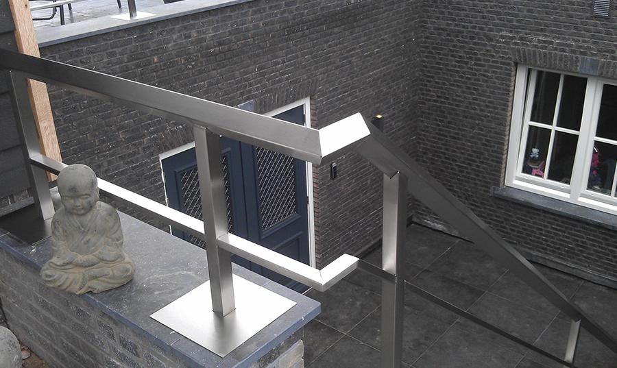 Onderhoud van RVS tafels, balustrades, trapleuningen