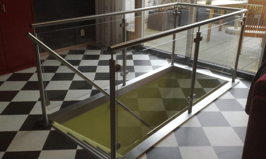 RVS balustrade met glas
