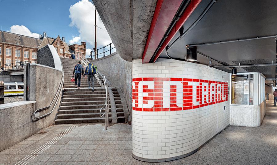 Metro amsterdam rvs trapleuning
